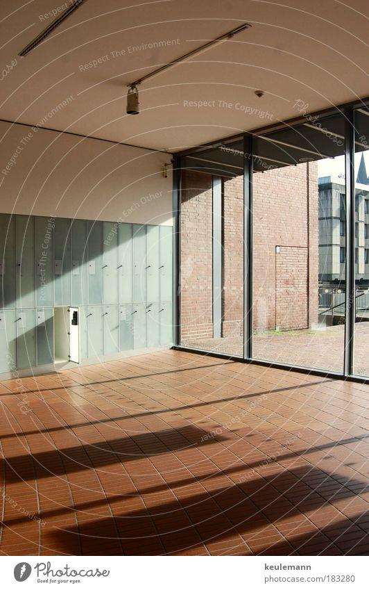 Harmonie mit Fehler schön Fenster Wand Architektur Glück Mauer hell Kunst Innenarchitektur Design genießen Hausbau