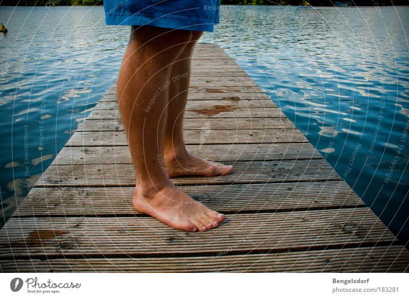 Summer Review Mensch Wasser Ferien & Urlaub & Reisen Sommer Einsamkeit ruhig Ferne Erholung Freiheit See Beine Fuß Schwimmen & Baden maskulin Pause Holz
