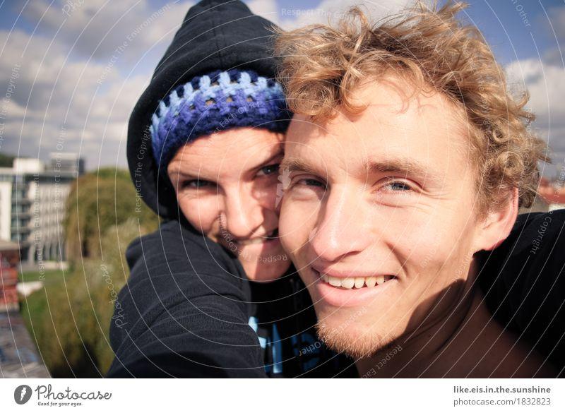 Zusammen ist man weniger allein Ferien & Urlaub & Reisen Ausflug Abenteuer Freiheit Sommer maskulin feminin Junge Frau Jugendliche Junger Mann Freundschaft Paar