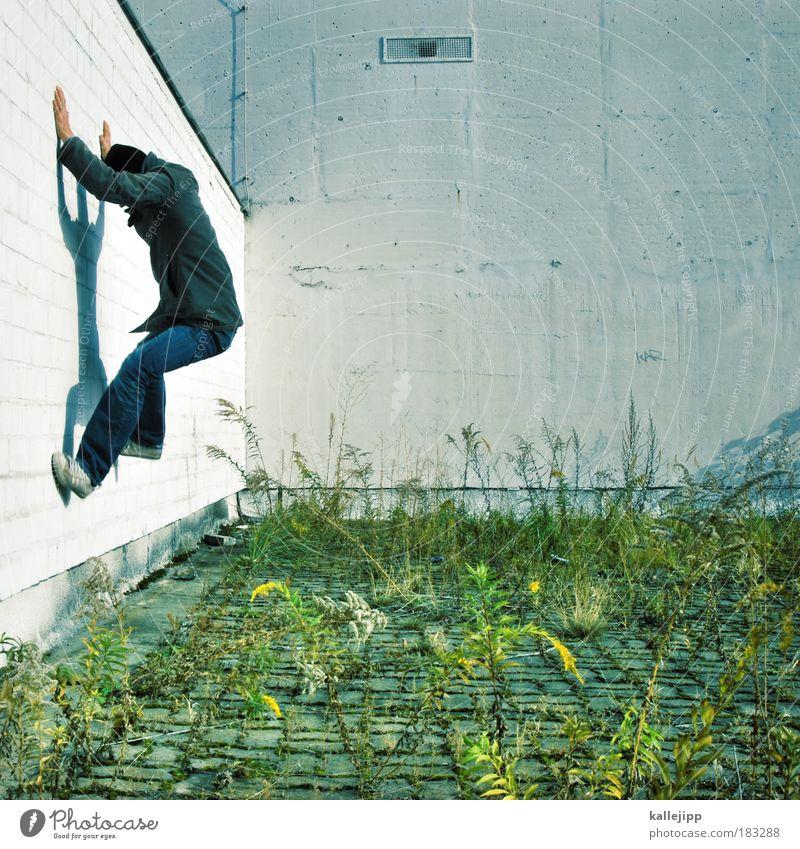 manchmal könnte ich ... Mensch Mann Erwachsene Leben Spielen Bewegung springen Fliege gefährlich ästhetisch Sicherheit Klettern Fitness Stress trashig trendy