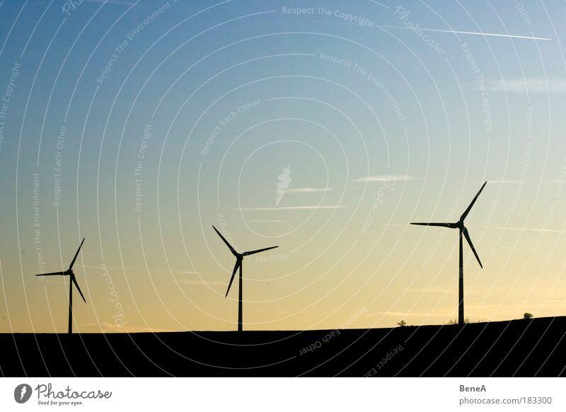 Windkraft Himmel Natur Landschaft Umwelt Luft Klima Energiewirtschaft Erfolg modern Zukunft Elektrizität Technik & Technologie Hügel Bauwerk