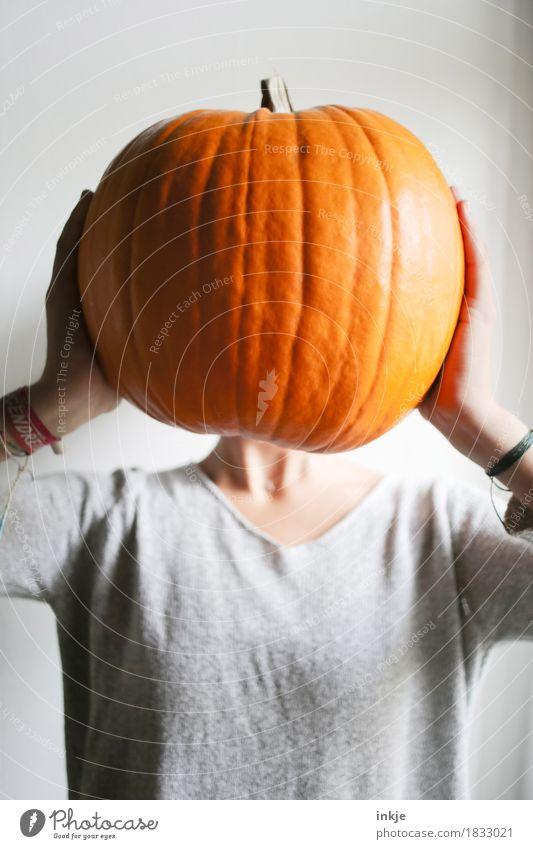Kürbiskopf jun. Gemüse Kürbiszeit Ernährung Freude Freizeit & Hobby Erntedankfest Halloween Mädchen Junge Frau Jugendliche Kindheit Leben Körper Kopf Oberkörper