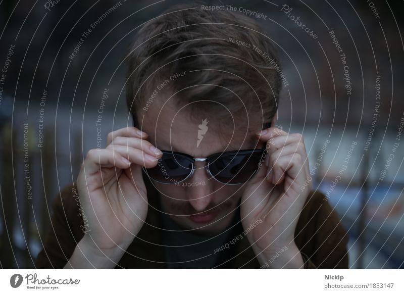 Hier gibt es nichts zu sehen Mensch maskulin Junger Mann Jugendliche Erwachsene 1 18-30 Jahre Leder Sonnenbrille Haare & Frisuren brünett blond kurzhaarig