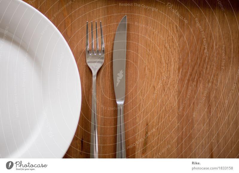 Mahlzeit. Ernährung Frühstück Mittagessen Abendessen Diät Fasten Geschirr Teller Besteck Messer Gabel Gesunde Ernährung Essen Essen zubereiten Tisch Gedeck Holz