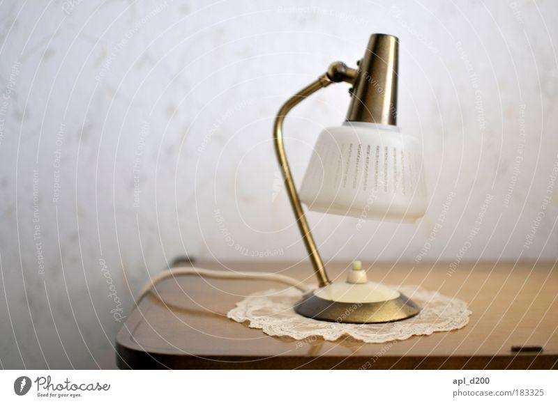 Leuchtmittelhalter weiß Haus Lampe Wand Mauer Zufriedenheit braun Energiewirtschaft ästhetisch Technik & Technologie Lebensfreude leuchten historisch Stolz