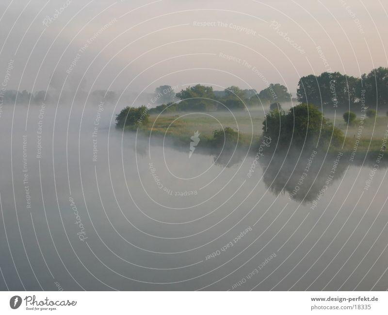 Morgens6 Sonne Feld Nebel marschieren