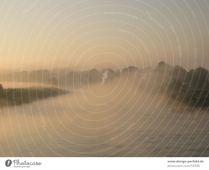 Morgens5 Sonne Feld Nebel marschieren