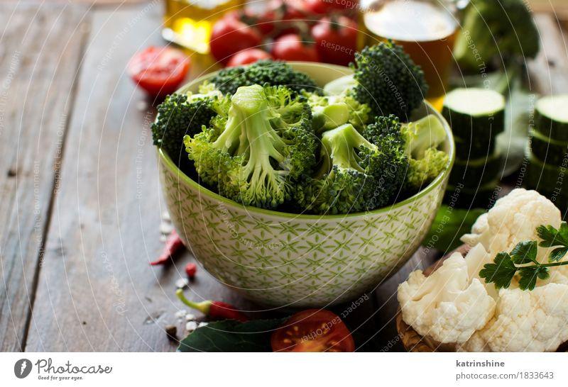 Frischer grüner Brokkoli und Gemüse Blatt dunkel gelb Essen Herbst natürlich Gesundheit Lebensmittel Ernährung frisch Tisch Kräuter & Gewürze Jahreszeiten