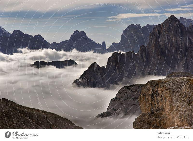 Wolkenteppich Farbfoto Außenaufnahme Menschenleer Kontrast Panorama (Aussicht) Tourismus Ferne Freiheit Berge u. Gebirge Natur Landschaft Himmel Nebel Felsen
