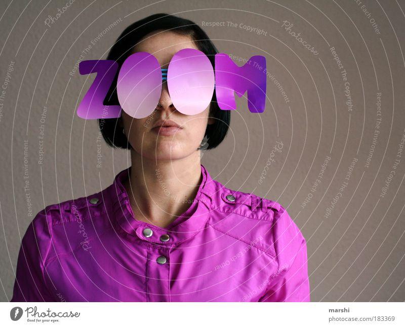 *zoom* me in my pink world Frau Mensch Jugendliche feminin Stil Stimmung Fotografie warten lustig Mode Erwachsene rosa Brille violett Kitsch Jacke