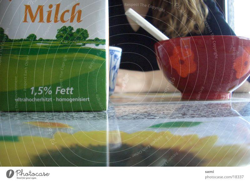 Sunday Morning Frau blond Tisch Kaffee Frühstück Tasse Sonnenblume Milch Schalen & Schüsseln Sonntag Marmor Mahlzeit Müsli