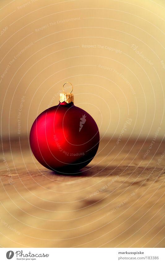 christbaumkugel Weihnachten & Advent rot Freude Winter Gefühle Stil Glück träumen Stimmung Feste & Feiern Raum Wohnung gold Fröhlichkeit Lifestyle