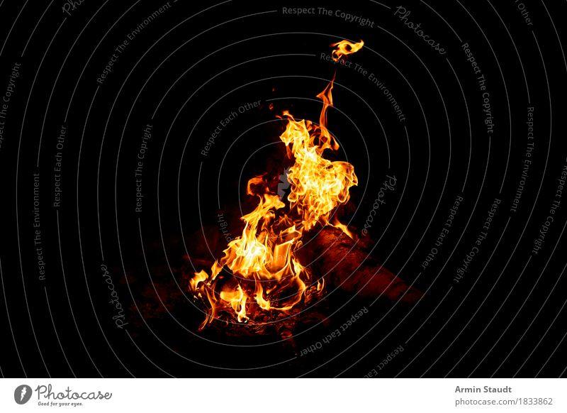 Feuer? Lifestyle Freizeit & Hobby Ferien & Urlaub & Reisen Abenteuer Ferne Freiheit Nachtleben Natur Wärme hell gelb Desaster Feuerstelle Osterfeuer Camping
