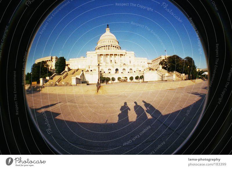 The 3 Shadows Mensch Gebäude Architektur Fassade Treppe Macht Platz USA Lomografie Amerika Bauwerk Politik & Staat Wahrzeichen Washington DC Hauptstadt