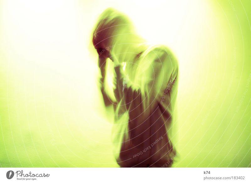 Strahlenschutz Mensch Mann Erwachsene Kopf Angst Arme maskulin gefährlich Zukunft leuchten Krankheit Sicherheit Wandel & Veränderung Vergänglichkeit Schutz