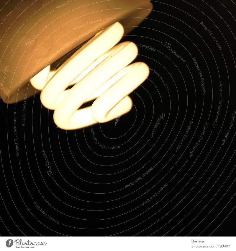 es werde licht! schwarz gelb Lampe Wärme hell Beleuchtung elegant modern ästhetisch Ecke rund erleuchten Spirale Energie sparen Energiesparlampe