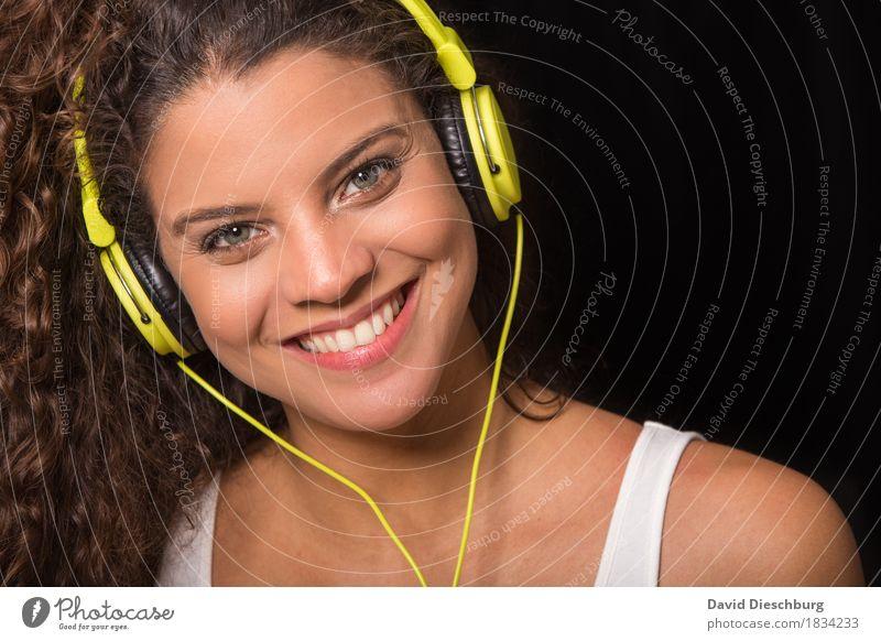 Music makes me happy Mensch Jugendliche Junge Frau Freude 18-30 Jahre Gesicht Erwachsene feminin lachen Glück Feste & Feiern Kopf Party Haare & Frisuren