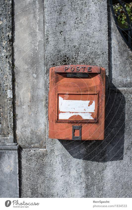 Ich fühl mich so leer Mauer Wand Briefkasten alt ästhetisch retro grau rot Post Italien Italienisch Farbfoto Gedeckte Farben Außenaufnahme Muster