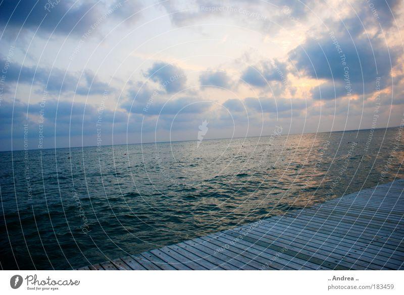 Seeblick Wasser Himmel Wolken Horizont Sonnenaufgang Sonnenuntergang Sehnsucht Heimweh Fernweh Einsamkeit Meer Ozean sea ocean Farbfoto Außenaufnahme