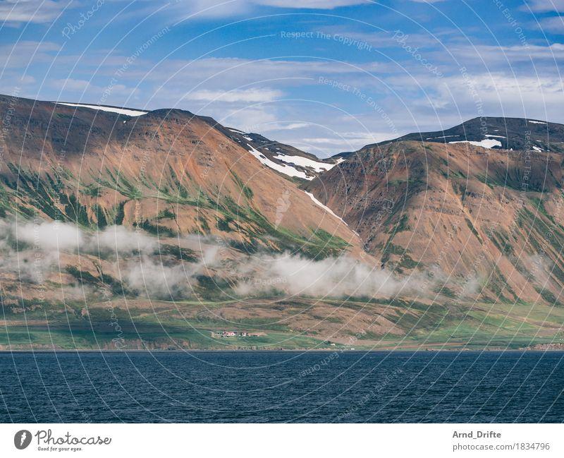 Island - Eyjafjörður Himmel Natur Ferien & Urlaub & Reisen blau Sommer Meer Landschaft Wolken Haus Ferne Berge u. Gebirge Umwelt Frühling Küste Freiheit Felsen