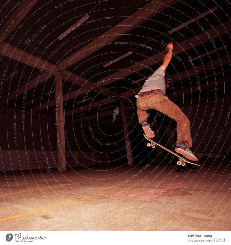 Frontside 180 Farbfoto Innenaufnahme Low Key Stil Freizeit & Hobby Sport Extremsport extrem Skateboard Skateboarding Mensch Junger Mann Jugendliche Erwachsene