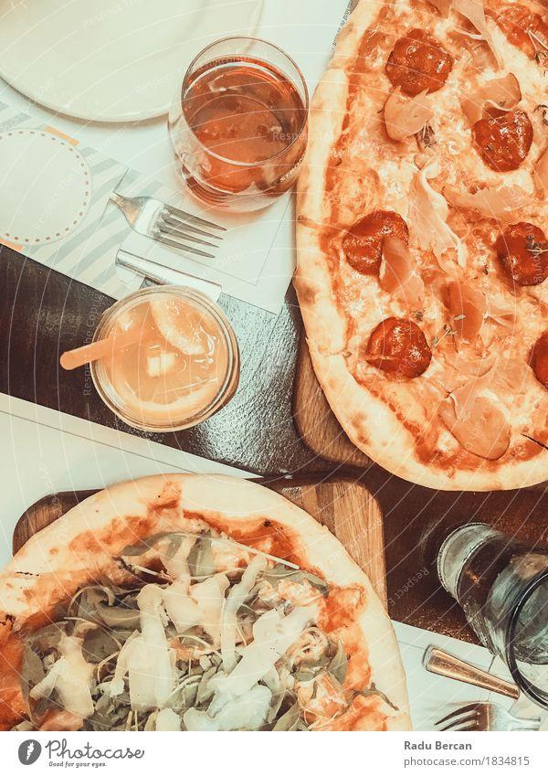 Pizza-und Limonaden-Saft auf Tabelle Farbe weiß rot Essen Lebensmittel oben orange Ernährung Orange Glas retro Tisch Getränk Küche trinken lecker