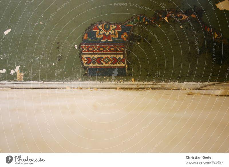 Bodenbelag weiß grün blau rot Wand Mauer Raum dreckig Vogelperspektive Bodenbelag Muster Tapete horizontal Leerstand Unbewohnt Linoleum