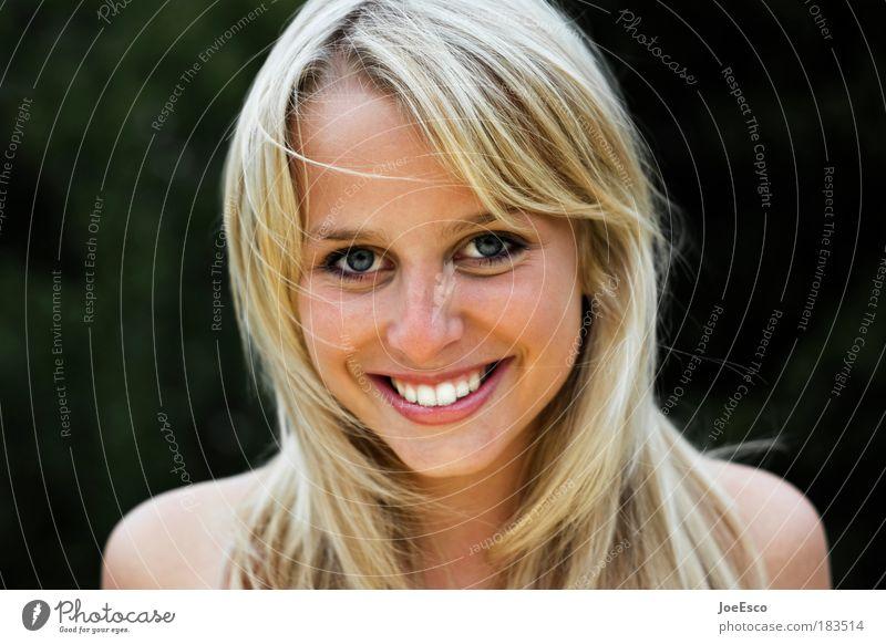 sympathieträgerin Lifestyle Freude Glück schön feminin Junge Frau Jugendliche Erwachsene Kopf 1 Mensch Haare & Frisuren blond Lächeln lachen leuchten trendy