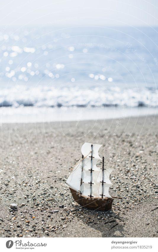 Ferien & Urlaub & Reisen alt Sommer weiß Meer Strand Holz Spielen klein Wasserfahrzeug Freizeit & Hobby Verkehr retro Spielzeug Model Segeln