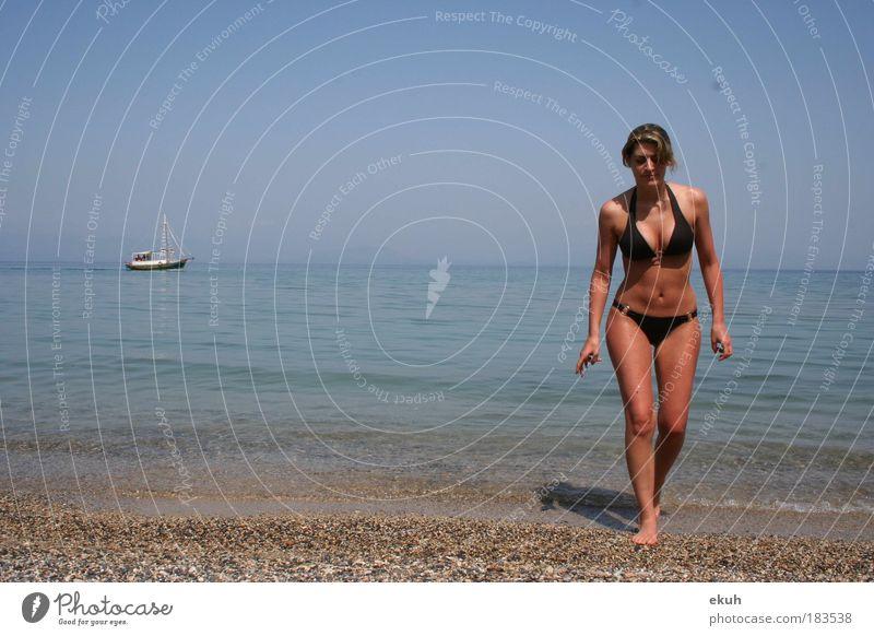 Korfu Sea II Farbfoto Außenaufnahme Tag Ganzkörperaufnahme Blick nach vorn Mensch feminin Junge Frau Jugendliche Körper Haut 1 18-30 Jahre Erwachsene Strand