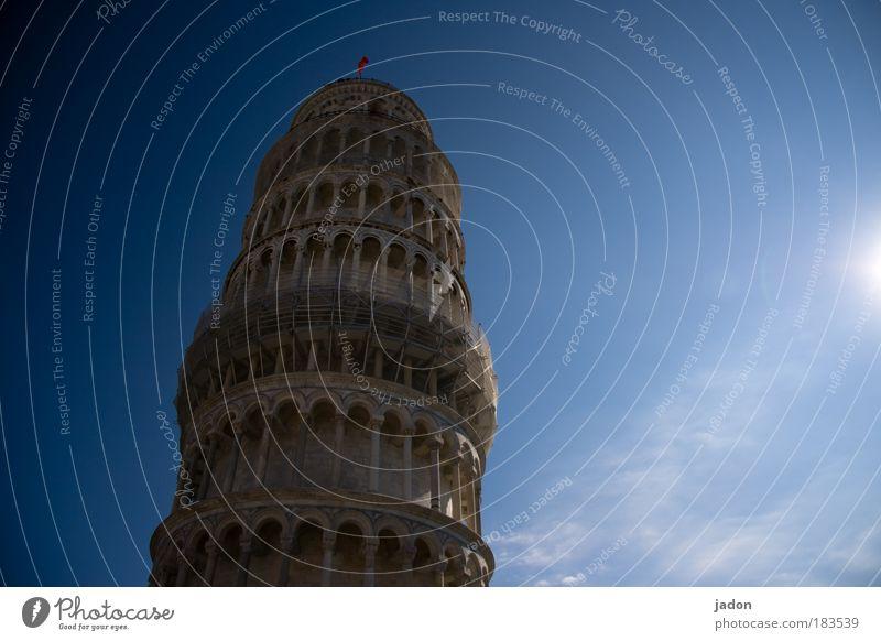 schräge sache alt blau Zufriedenheit Kraft Design Sicherheit ästhetisch Romantik Turm Italien festhalten Vergangenheit historisch bauen anstrengen