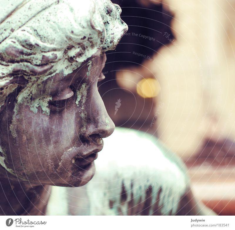 Bronzene Schönheit Frau alt Wasser grün schön Erwachsene feminin Traurigkeit Metall Kunst braun warten ästhetisch beobachten Brunnen Ewigkeit