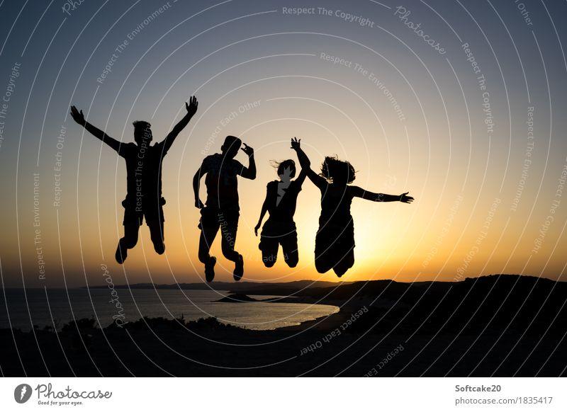 Sonnenuntergang Mensch Ferien & Urlaub & Reisen Jugendliche Sommer Junge Frau Junger Mann Meer Freude Strand 18-30 Jahre Erwachsene Lifestyle feminin Stil Glück