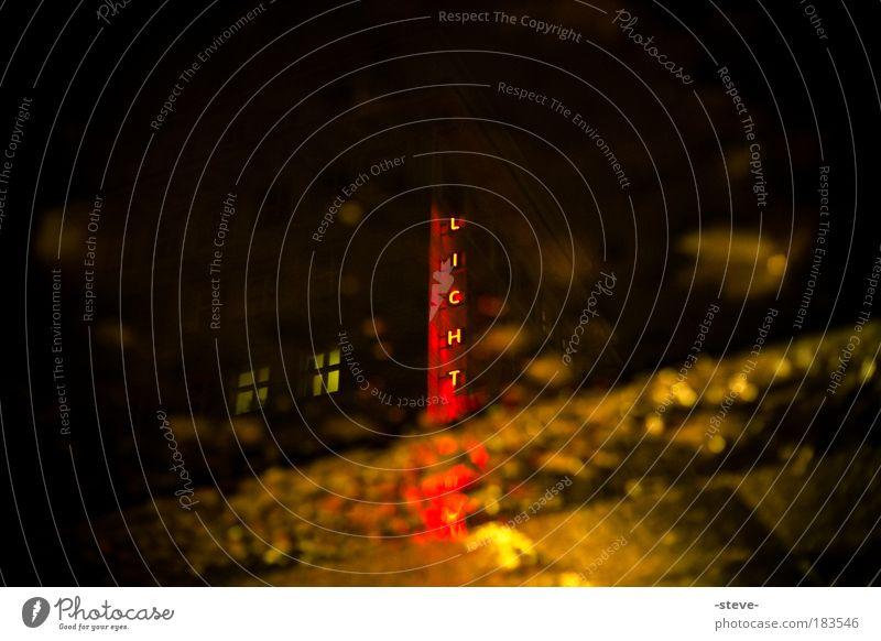 Licht...Rot rot schwarz dunkel Schriftzeichen Pfütze Rotlicht Rotlichtlampe