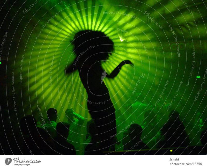 Club Dancer Mensch grün Sonne Freude Party Bewegung Feste & Feiern Tanzen Disco Silhouette Club Licht Menschenmenge Scheinwerfer Tänzer grell