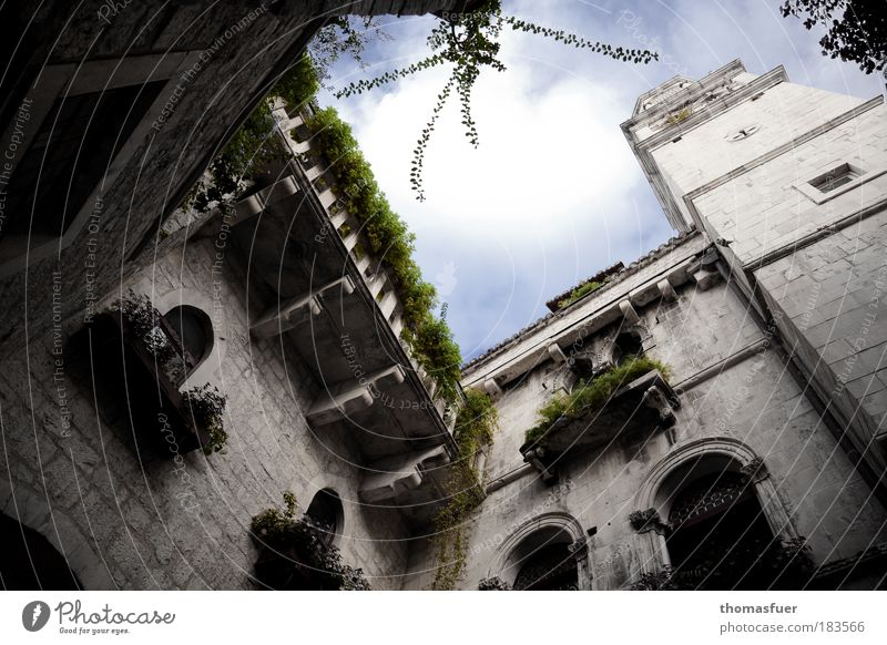 Hinterhof, klassisch alt Ferien & Urlaub & Reisen Haus Architektur Fassade Tourismus Turm Schutz Kultur einzigartig fest außergewöhnlich Reichtum Balkon Bauwerk
