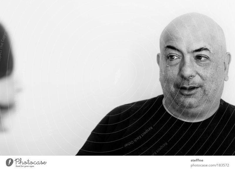 star(r)ing: Lenny Mensch Mann Kopf Erwachsene maskulin Porträt Kommunizieren authentisch beobachten Schwarzweißfoto Glatze Gesicht Augenbraue Ehrlichkeit