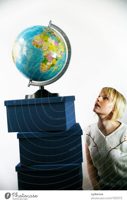Small Mensch Frau Jugendliche Ferien & Urlaub & Reisen Erwachsene Ferne Leben Landkarte Freiheit Erde Klima Design Abenteuer Tourismus Perspektive Zukunft