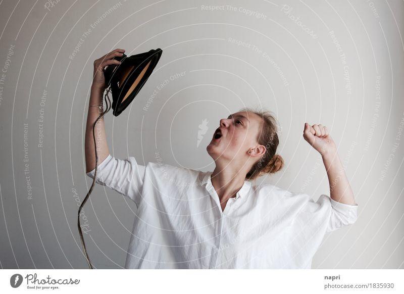 dancing with myself feminin Junge Frau Jugendliche 1 Mensch 13-18 Jahre Tanzen Jugendkultur Musik Musik hören Lautsprecher Bewegung Kommunizieren schreien