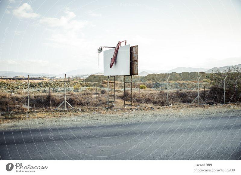 Werbetafel alt Umwelt Natur Landschaft Himmel Wolken Hügel Zypern Werbung Tafel Werbeschild Schilder & Markierungen Pfeil Straßenverkehr Zaun kaputt baufällig