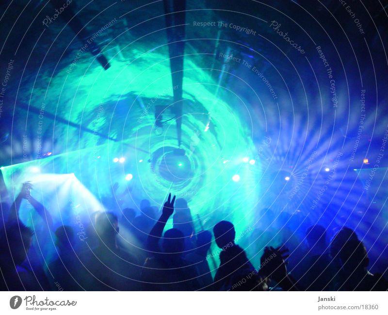 Lasertunnel Disco Club Party Mensch Tunnel Licht Nebel grell Wochenende Oval rund tanzen Feste & Feiern blau Technik & Technologie Bewegung Freude