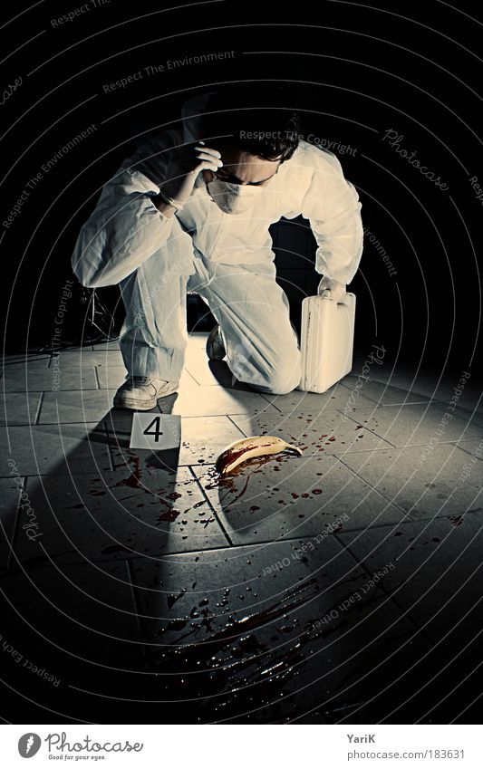wtf?!! Mann schwarz Erwachsene Tod dunkel Denken Stimmung Angst maskulin gefährlich bedrohlich beobachten Neugier 18-30 Jahre geheimnisvoll gruselig