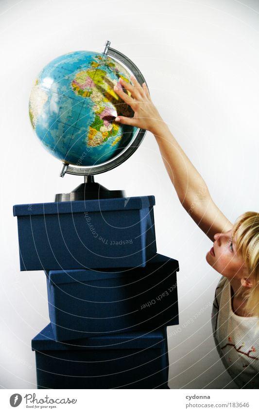 Touching Landscape Frau Mensch Jugendliche Ferien & Urlaub & Reisen Erwachsene Leben Umwelt Landkarte träumen Erde Planet Blick Design Tourismus Perspektive