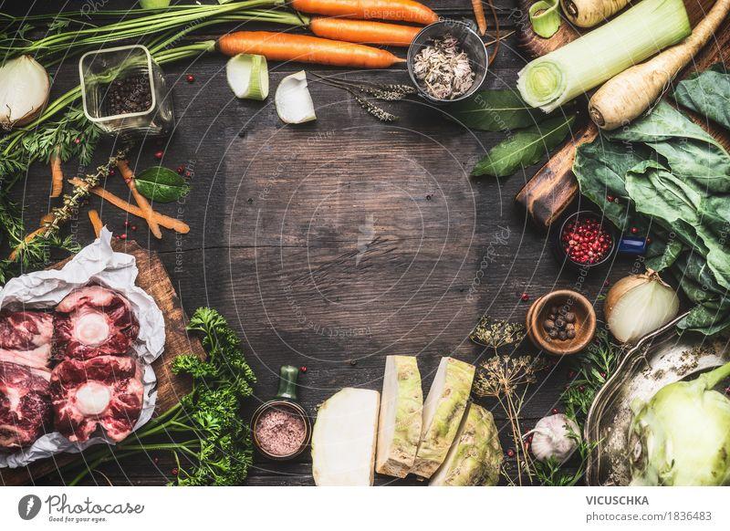 Verschiedene frische Bio-Zutaten für Brühe oder Suppe Kochen Gesunde Ernährung Essen Leben Stil Lebensmittel Design Häusliches Leben Tisch Kräuter & Gewürze