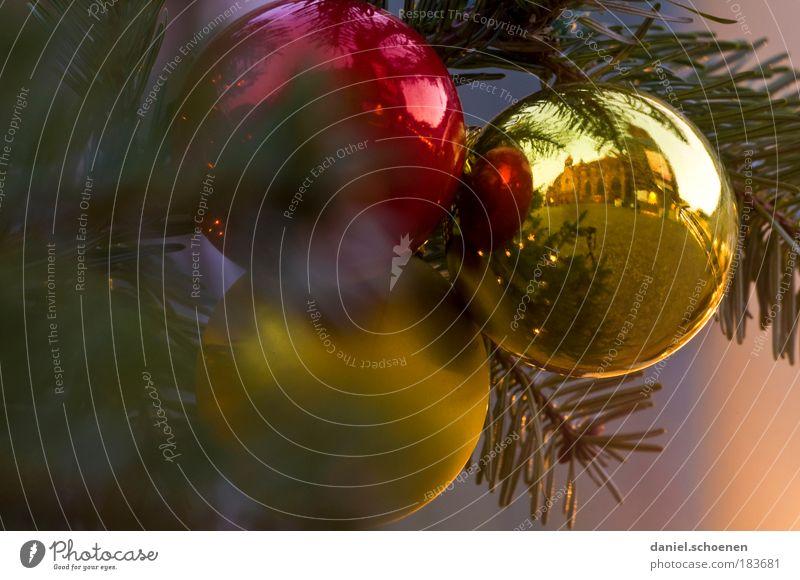 seht ihr das Freiburger Münster in der rechten Kugel ? Weihnachten & Advent Dekoration & Verzierung Gold Kultur Frieden Handel Tanne Detailaufnahme