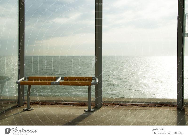 Linie 183 übers Meer Himmel Wolken gelb Erholung Küste warten Zeit Schatten Licht Bank Station Kunststoff Bus Schifffahrt Schönes Wetter