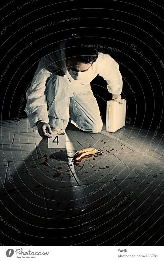 spurensicherung Mensch Mann schwarz Erwachsene dunkel maskulin Krimineller 4 18-30 Jahre Spuren entdecken Dienstleistungsgewerbe skurril Blut Koffer Handschuhe