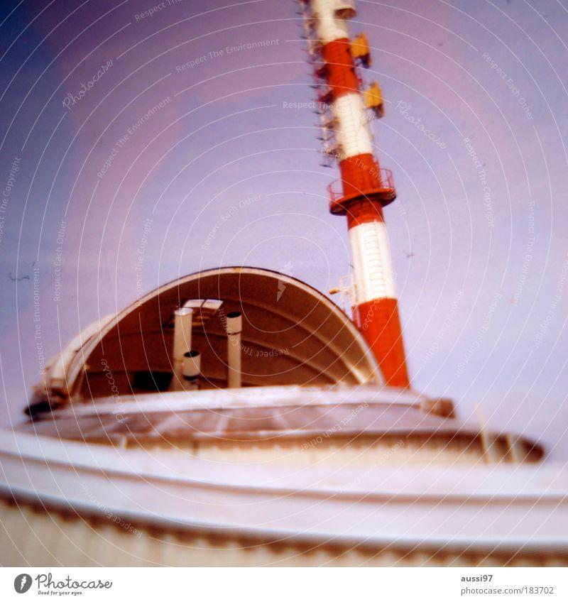 Fool on the hill Aussicht Turm Leuchtturm Außerirdischer Meteorologie Medien Leuchtfeuer Observatorium Meteorologe Wetterstation Weltraumstation