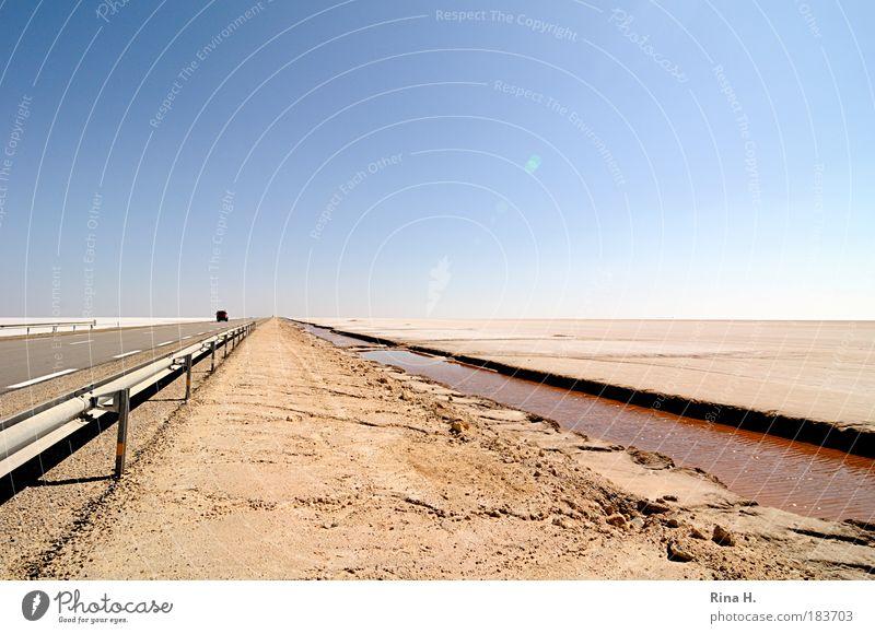 Fluchtpunkt Natur Landschaft Urelemente Erde Sand Luft Wolkenloser Himmel Klima Klimawandel Wärme Dürre Wüste Verkehrswege Güterverkehr & Logistik Autofahren