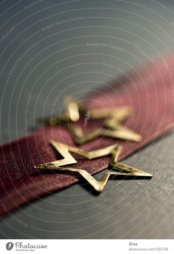 Weihnachtliches Motiv: Zwei goldene Sterne auf einem Streifen rosa Geschenkband Weihnachten Weihnachten & Advent zwei Schnur elegant violett